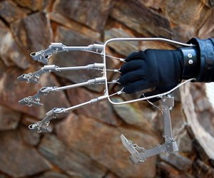 Mechanical Hand Lets You be Steampunk Sabertooth. Or a Messy Eater