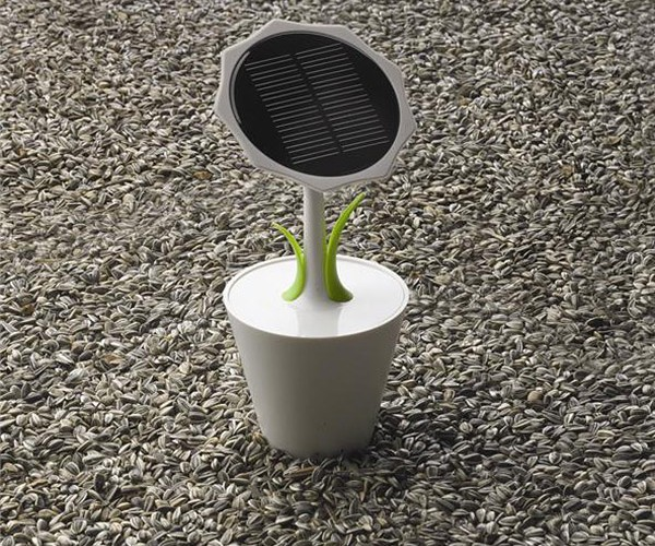 Solar Sunflower Charger Offers Flower Power
