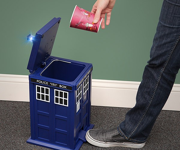 TARDIS Trash Can: for Doctor Oscar the Grouch