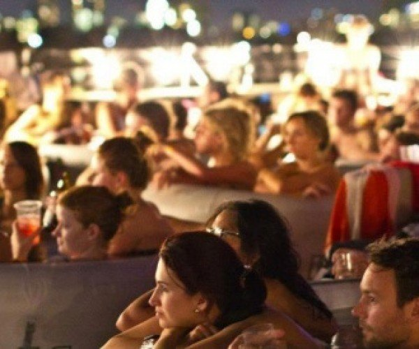 Hot Tub Cinema Lets You Enjoy Movies in Complete Relaxation