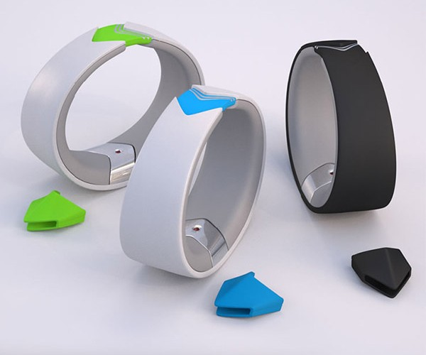 Amiigo Activity Monitor Tracks Movements and Vital Signs While You Work Out
