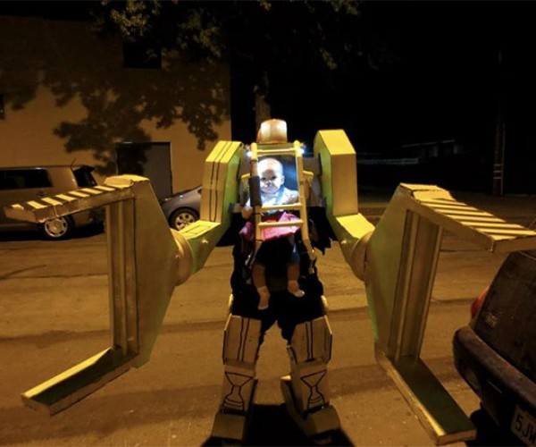 Baby Ripley Power Loader Costume Takes Down the Alien Queen (and All Other Costumes)
