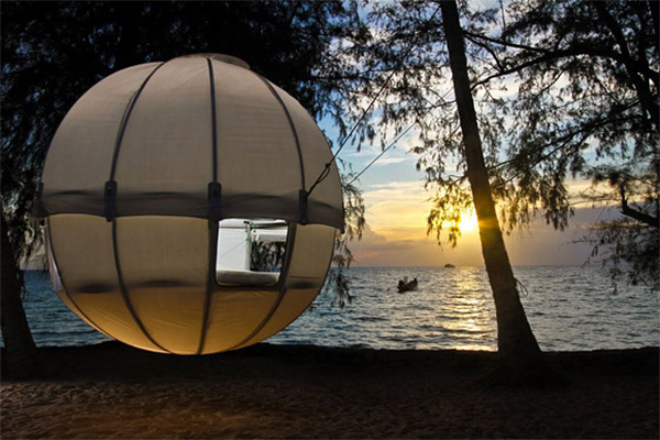 cocoon_tree_tent_1 & Cocoon Tree Tent Looks Like a Ball - Technabob