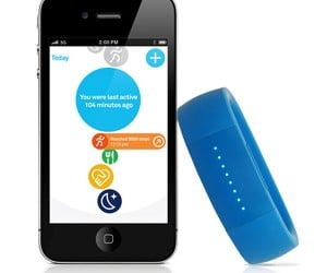 LarkLife Activity Band Motivates Exercise with Technology