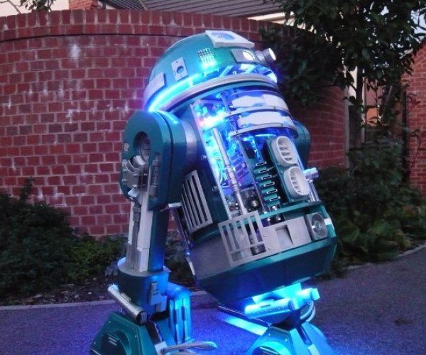 Zoe, the Custom Astromech Droid Gives R2-D2 Some Serious Competition