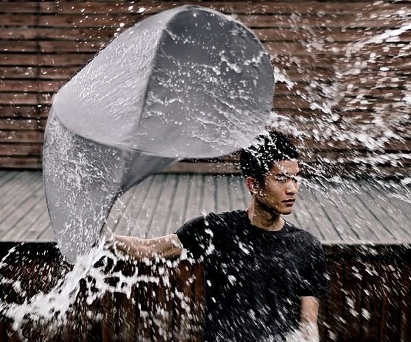 Rain Shield Shelters You from the Rain and Protects from Splashes