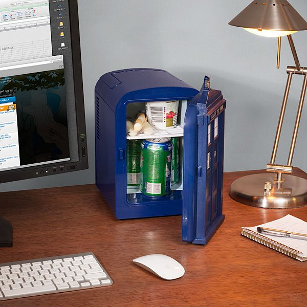 doctor who tardis mini fridge from thinkgeek 2