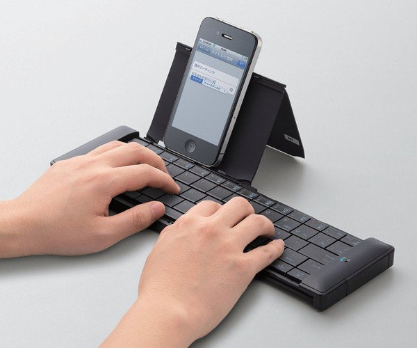 Elecom Portable Smartphone Keyboard: Smart, But Expensive