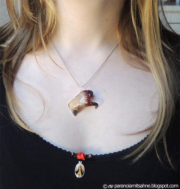 headcrab_necklace_1