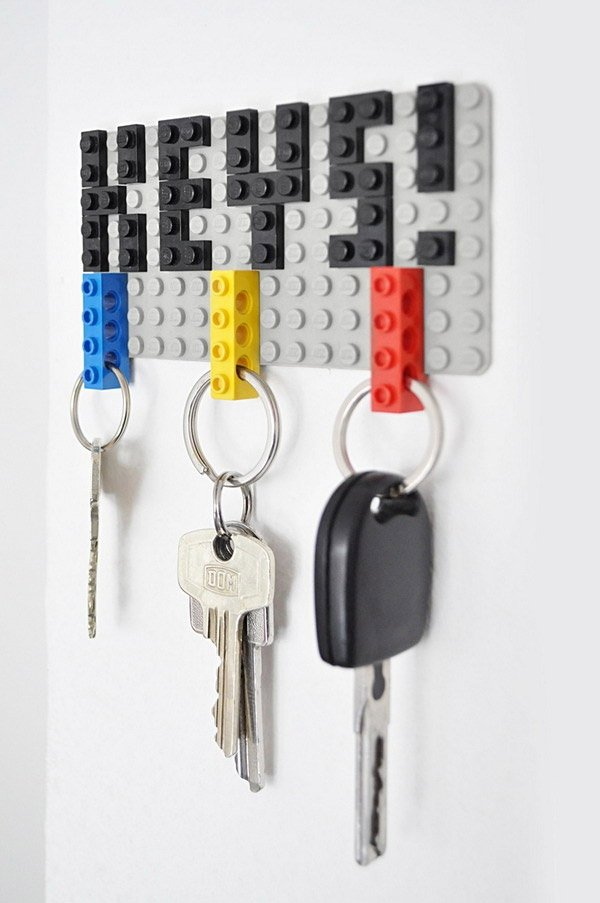 lego brick keyrings simple genius technabob. Black Bedroom Furniture Sets. Home Design Ideas