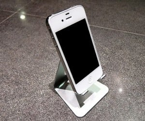 SGP Kuel S10 Mobile Stand Makes Your iPhone Look Like a Shrunken ACD