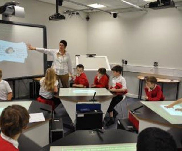 """Star Trek"" Classroom Uses Multitouch Desks"