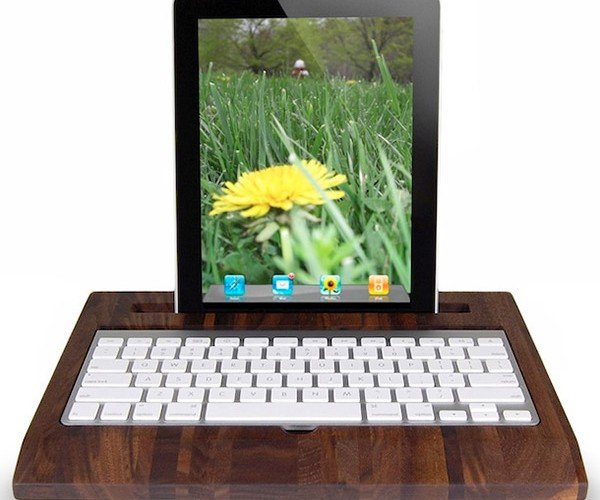 Wooden iPad Station Makes an Apple 1Pad