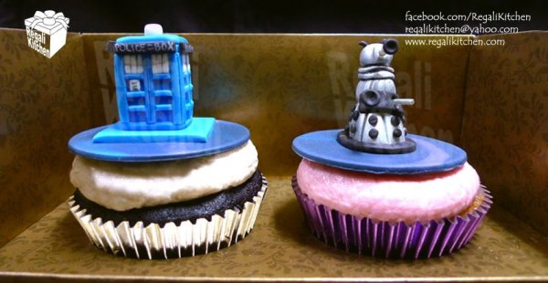 2 doctor who cupcakes