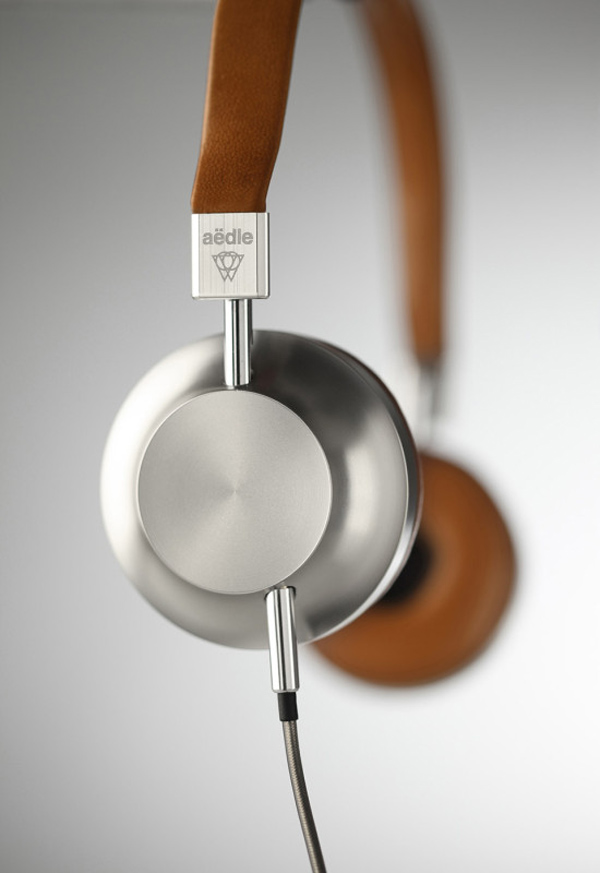 aedle vk-1 headphones side photo
