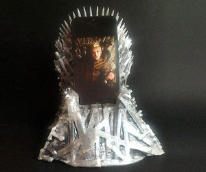 Iron Throne Smartphone Dock: Game of Phones