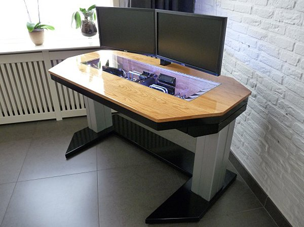 Adjustable height computer desk casemod deserves a for Bureau high tech
