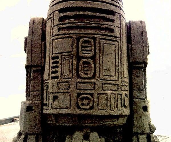 Tusken Raider Art: R2-D2 Sand Sculpture