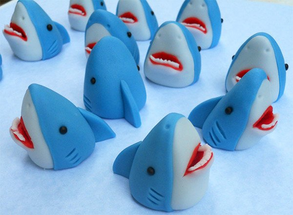 shark_cupcake_toppers_2