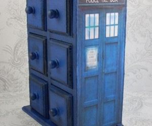 I Wish This TARDIS Jewelry Box Could Hold Infinite Treasures