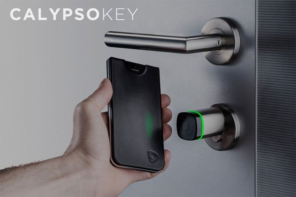 CalypsoKey Brings Missing NFC Technology to the iPhone, Sorta.