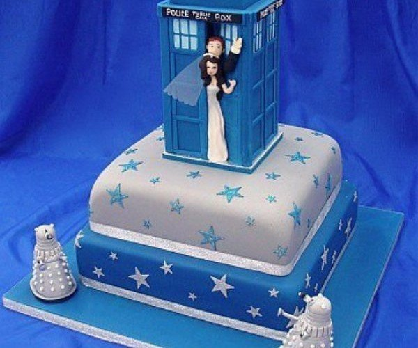 TARDIS Wedding Cake: Wibbly Wobley Wedding