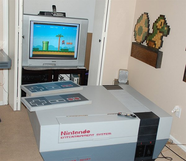 Giant nes system living room furniture we 39 re gonna need a for Decoracion gamer