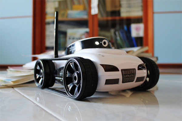 iSpy R/C Tank Lets You See Where You're Driving