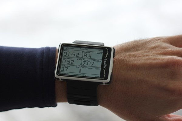 leikr sports watch gps wrist photo