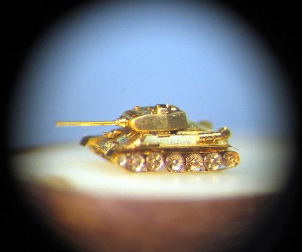 nikolai aldinin tiny sculptures tank photo