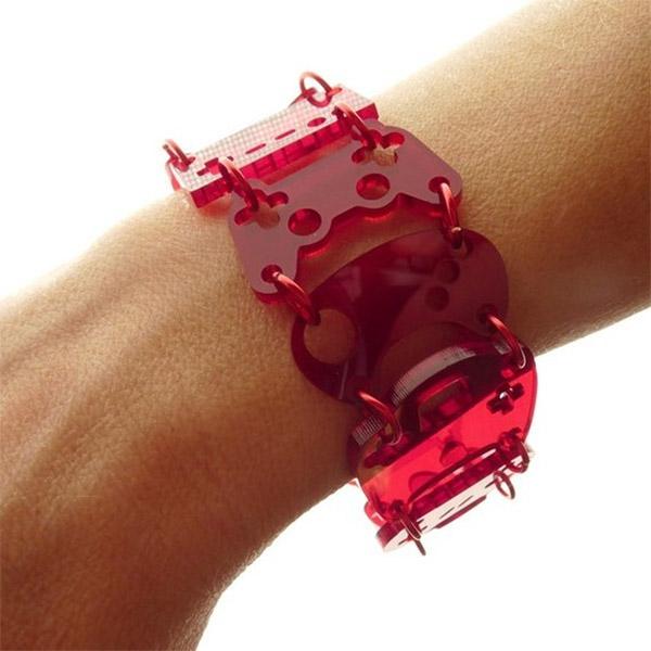 red_joystick_bracelet