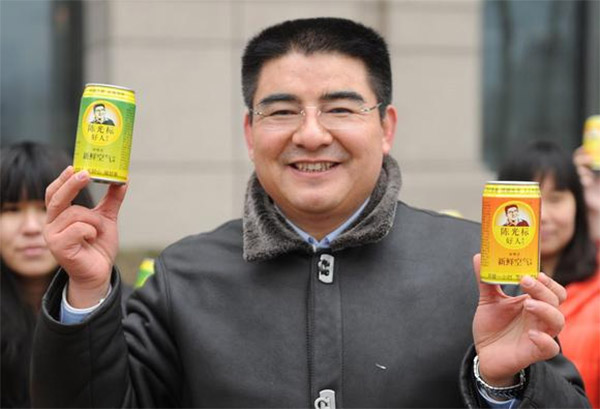 Chinese Man Sells Canned Air to Raise Smog Awareness in Beijing