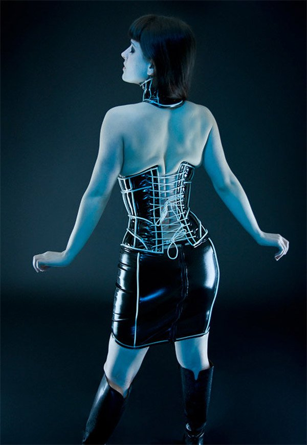 glowing_corset_off