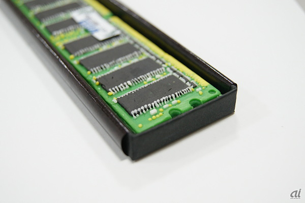 io-data-ram-chocolate-bar-4