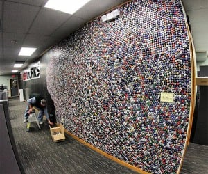 60,000 Beer Bottle Cap Wall Built in Two Months, Watch It in Two Minutes