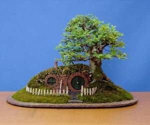 lord of the rings bag end hobbit hole bonsai by chris guise 2 300x250