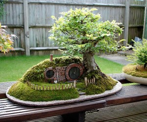 lord of the rings bag end hobbit hole bonsai by chris guise 300x250