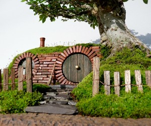 lord of the rings bag end hobbit hole bonsai by chris guise 4 300x250
