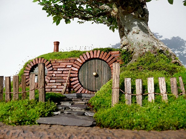 lord-of-the-rings-bag-end-hobbit-hole-bonsai-by-chris-guise-4
