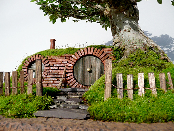 Lord of the rings bag end bonsai not even a hobbit can for Hobbit house furniture