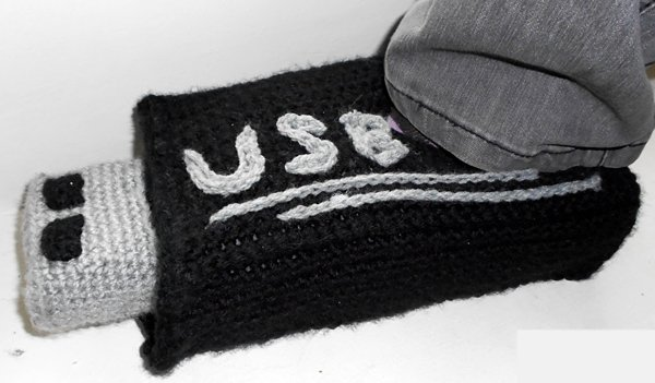 usb-stick-slippers-UniquePcrochet