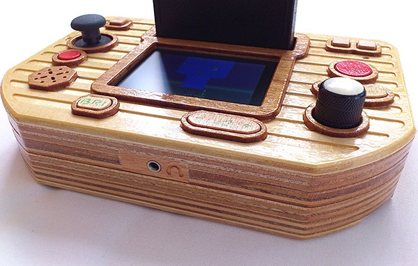 atari-2600-portable-with-wooden-case-by-retro_mood-3