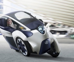 Toyota i-Road EV Leans into the Corners