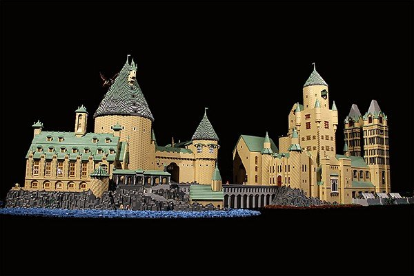 lego-hogwarts-harry-potter-castle-by-alice-finch-2