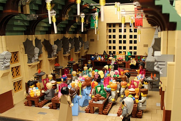 lego-hogwarts-harry-potter-castle-by-alice-finch-4