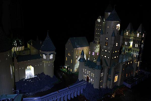 fan made lego hogwarts castle is riddikulus technabob. Black Bedroom Furniture Sets. Home Design Ideas