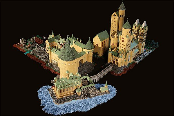 lego-hogwarts-harry-potter-castle-by-alice-finch-9