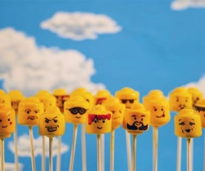 LEGO Minifig Cake Pops: These Bricks Were Made for Eatin'