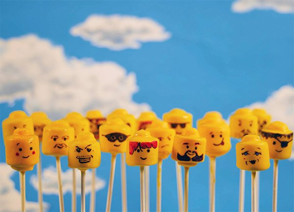 lego_cake_pops_1
