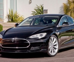 Tesla Model S Plays Any Song You Want from the Internet